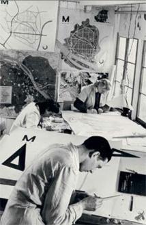 Adolf Bayer travaillant au Plan de reconstruction et à l'unité d'habitation Wallstrasse Mayence. Archives d'architecture du XXe siècle, Fonds Lods (et Association Beaudouin Lods), Paris.