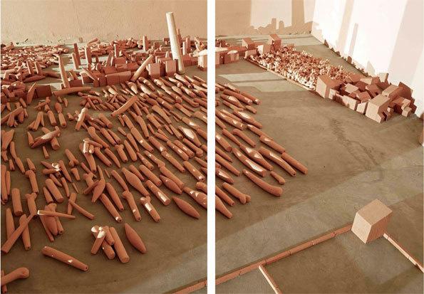 « Néolithique industriel », 2012. Terre cuite. Dimensions variables. Photo : Miquel Navarro
