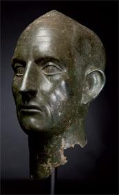 Portrait. Empire romain. Milieu du IIIe siècle. Alliage cuivreux. Haut. : 36,9 cm.
