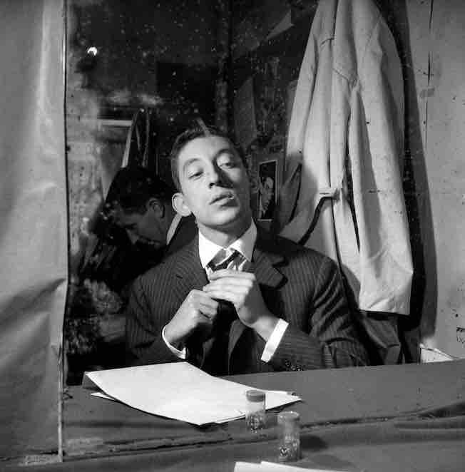 Serge Gainsbourg au théâtre de l'Étoile Paris 1959 © Studio Lipnitzki / Roger-Viollet