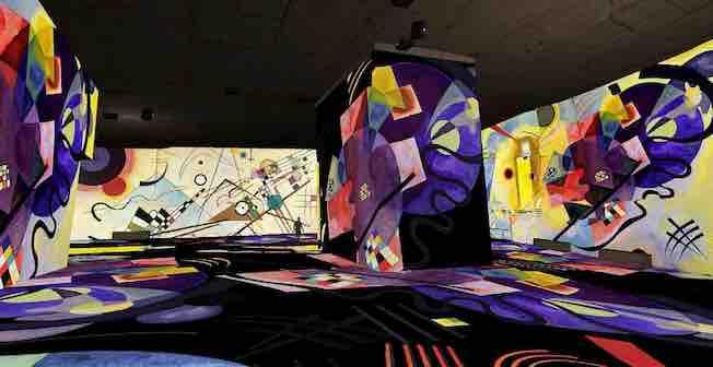 Exposition « Vassily Kandinsky, l'odyssée de l'abstrait », section « Bauhaus » - Simulation : © Culturespaces / Cutback