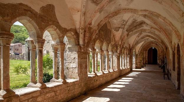 Sylvanès, galerie du cloître © Abbaye de Sylvanès