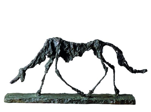 Alberto Giacometti,Le Chien, 1951. Bronze, 47 x 100 x 15 cm. Collection Fondation Maeght, St-Paul-de-Vence © Succession Giacometti (Fondation Giacometti, Paris et ADAGP, Paris) 2021