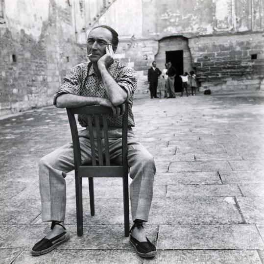 Jean Vilar au Tinel de la Chartreuse de Villeneuve-lès-Avignon, 1958 - Photographie Agnès Varda © succession varda