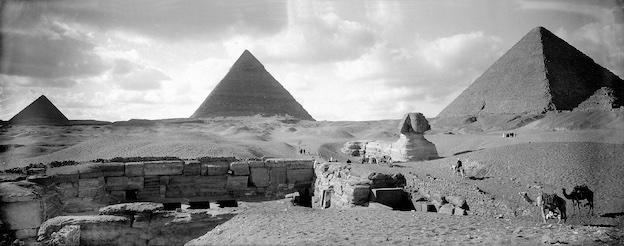 Les pyramides et le sphinx de Gizeh (Egypte), vers 1900. 1111-3 © Léon & Lévy / Roger-Viollet