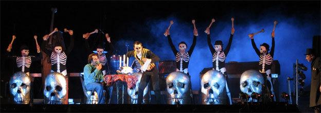 Les Tambours de la Muerte et leurs bidons en feu