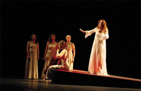 Antigone, de Sophocle - Mise en scène Olivier Broda - Théâtre du Temps Pluriel. 4 et 5 novembre 201, aux Cordeliers, Romans