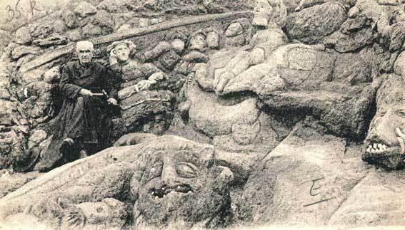 """Les rochers sculptés de l'abbé Fouré à Saint-Malo. Ordonné prêtre à Rennes, l'abbé Adolphe Fouré doit prendre à 55 ans une retraite forcée: officiellement pour """"dureté d'oreille"""". Il se retire à Rothéneuf et y sculpte, à même le rocher, plus de 300 personnages, s'inspirant de divers sujets religieux et patriotiques que lui suggère le relief changeant du granit. Le résultat est un jardin de pierre d'une superficie de 500 mètres carrés, dominant l'océan dans un site extraordinaire. L'ermite de Rothéneuf avait dédié ses oeuvres aux pauvres de la commune, auxquels il redistribuait tous les dons qu'il pouvait recevoir."""