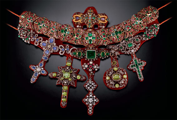 Collier de San Gennaro, 1679-1879 - Or, argent, diamants, rubis, émeraudes, saphirs, grenats. H. 50 ; L. 60 cm. Naples, Museo del Tesoro di San Gennaro. © Matteo D'Eletto