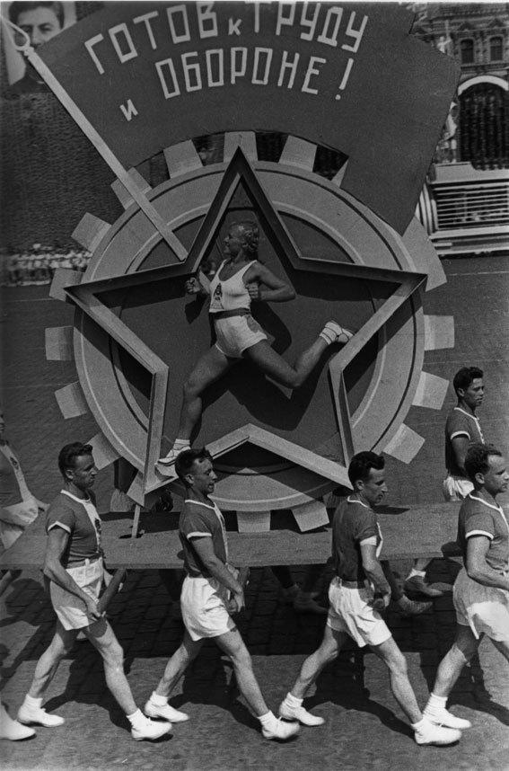 Alexander Rodchenko - Sports parade, 1936 - courtesy Musée de l'Elysée - 2013, ProLitteris, Zurich