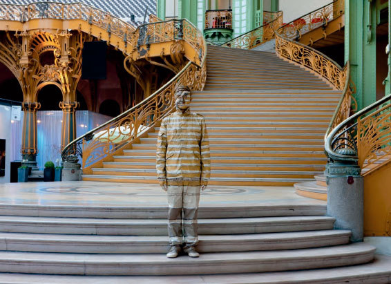Liu Bolin - Performance camouflage Art Paris 2011 - Courtesy Galerie Paris-Beijing