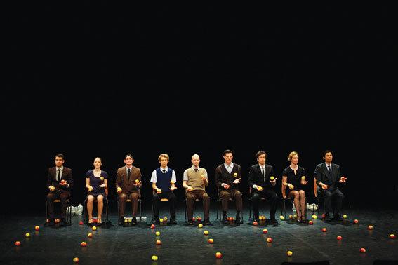 Smashed, Cirque par la Compagnie Gandini Juggling, dimanche 6 avril à 17h, Les Cordeliers, Romans