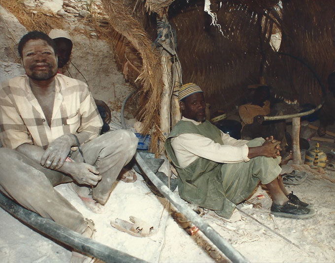 Burkina Faso. Mineurs d'or au repos © Pierre Aimar