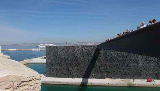 Passerelle et resille depuis le fort Saint-Jean - J4 (c) MuCEM - Agnès Mellon – Architectes Rudy Ricciotti et Roland Carta