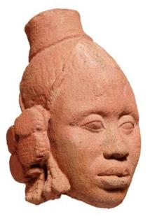 Tête féminine. Cité d'Ife. Datation TL : XIVe-XVe siècle. Terre cuite. H. : 25 cm. Inv. 1015-176.