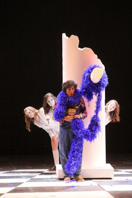 Papageno (Alexandre Artenenko) et les trois enfants © Pierre Audibert