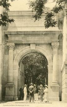 """La porte """"antique"""" édifiée au XIXe siècle (1907)"""