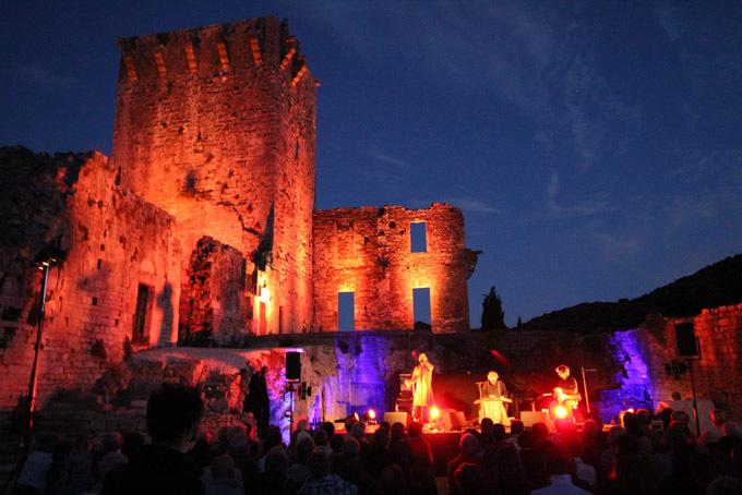 Les ruines du château des Templiers est un formidable décor pour les Troubadours