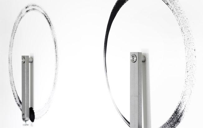 Tourelles, 2013, acier inoxydable et acrylique sur mur, dimensions variables