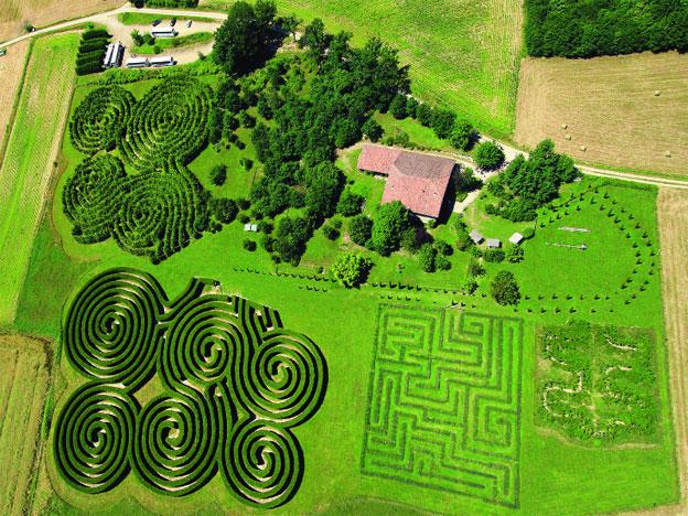 Vue aérienne du labyrinthe d'Hauterives