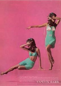 Martha Rosler, Transparent Box ou Vanity Fair, 1966-1972. De la série Beauty Knows No Pain ou Body Beautiful, Photomontage 61 x 50,8 cm. Courtesy de l'artiste et Mitchell-Innes & Nash, New-York