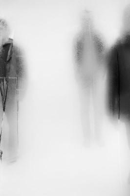 Dijon, Côte d'Or, Musée des Beaux-Arts, photographies : John Batho. Poses & Passages. John Batho développe un dialogue poétique entre pertes d'identités et attestations de présences ténues