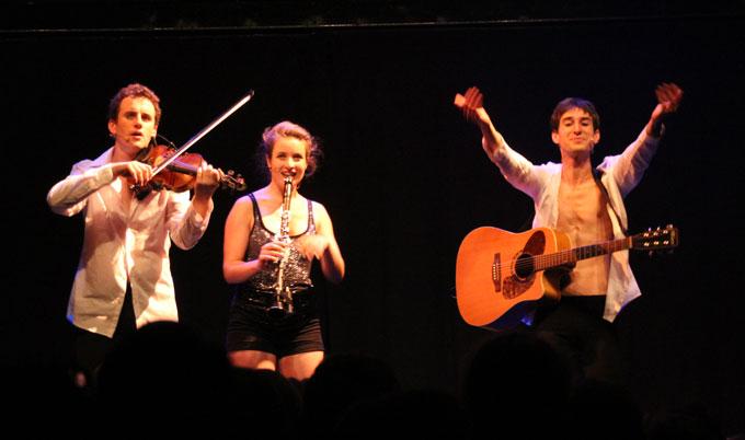 Trois musiciens pour un spectacle réjouissant