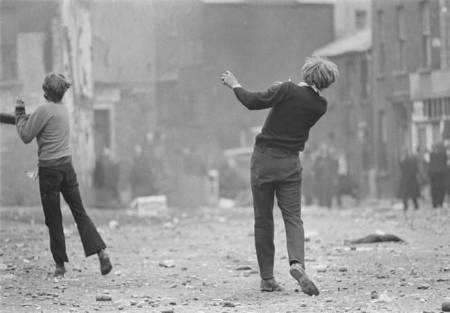 Gilles Caron, Manifestations anticatholiques à Londonderry,  1969