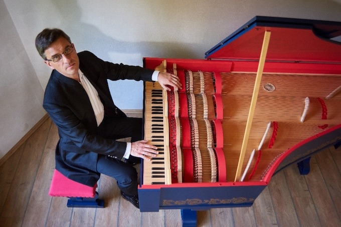 Sławomir Zubryscki et sa viola organista