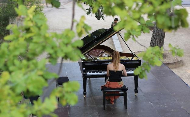Célia Oneto Bensaid en concert à la Roque d'Anthéron 2014