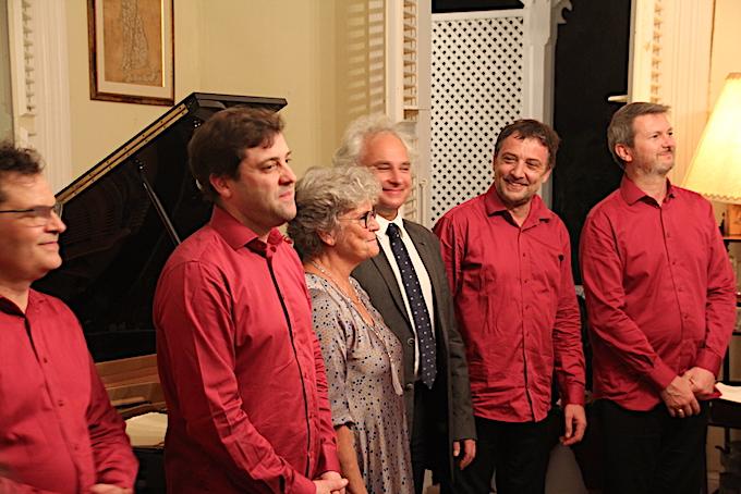 Le quatuor Debussy entoure Bernadette Beuzelin, présidente des Nuits Caraïbes, et Yves Henry, directeur artistique © Pierre Aimar