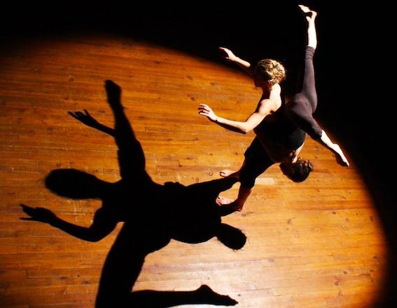 """Nyons, Drôme. """"Barricades invisibles"""", danse contemporaine, le 27 avril à 20h - Maison de Pays"""