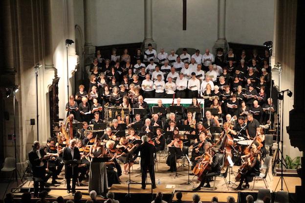Chœur et orchestre sous la direction de Michel Piquemal © PA