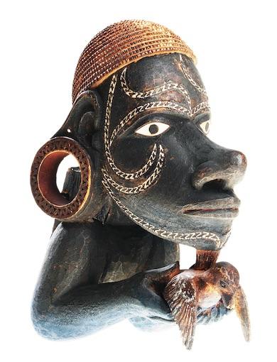 Nguzunguzu, figure fixée sur la proue d'une pirogue, Nouvelle-Georgie, Iles Salomon, 19e siècle © MKB, Derek Li Wan Po