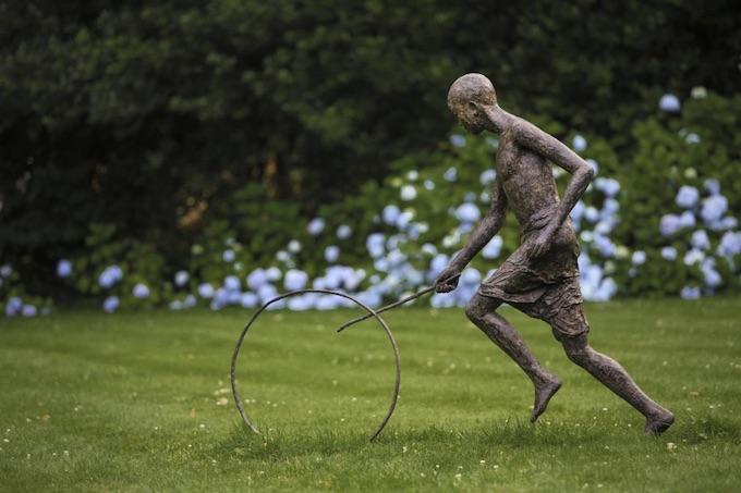 «Le pousseur de lune», bronze, 128 x 165 29 cm