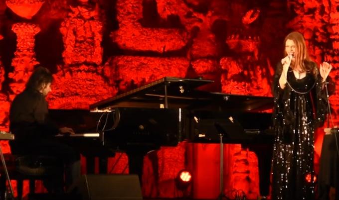 André Manoukian et Élodie Frégé lors de leur concert au Palais du Facteur Cheval