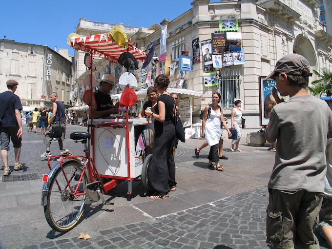 Avignon In et Off au carrefour © Pierre Aimar