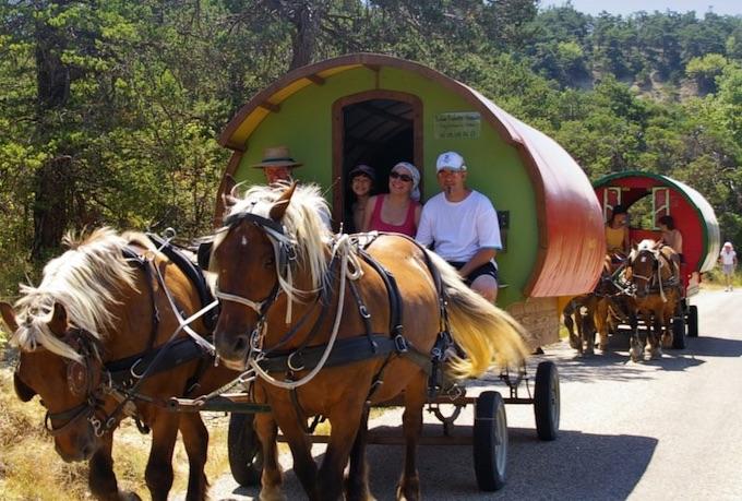 Le Poët-Célard (Drôme) « Grande bohème », voyage en roulotte de 6 jours
