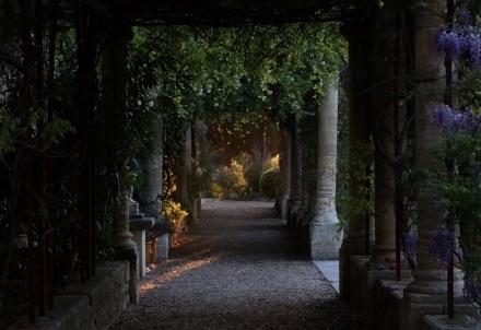 Regarder le monde « Entre 4 yeux » par Jean & Christine Viennet à l'abbaye Saint-André, Villeneuve lez Avignon, à partir du 30 juin 2020