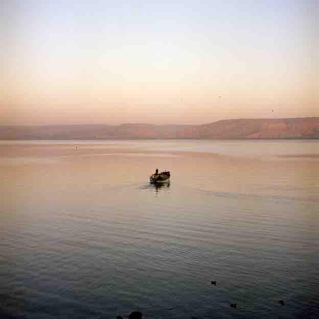 Gilles Verneret, Jésus marchant sur les eaux, Lac de Tibériade, 2011 © Courtoisie de l'artiste
