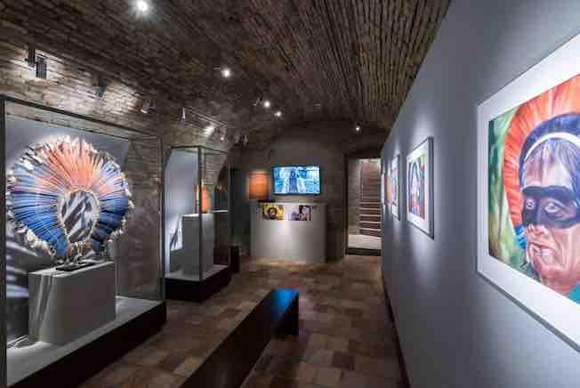 Salle consacrée aux Indiens Kayapo du Brésil central. Photo Luis Lourenço.