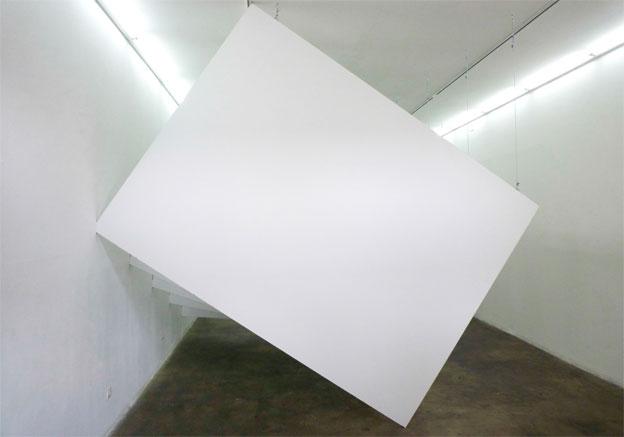 Romain Boulay, verticale monade, 2010. Galerie RDV, Nantes. 10 panneaux de 2800 x 2070 x 19mm.
