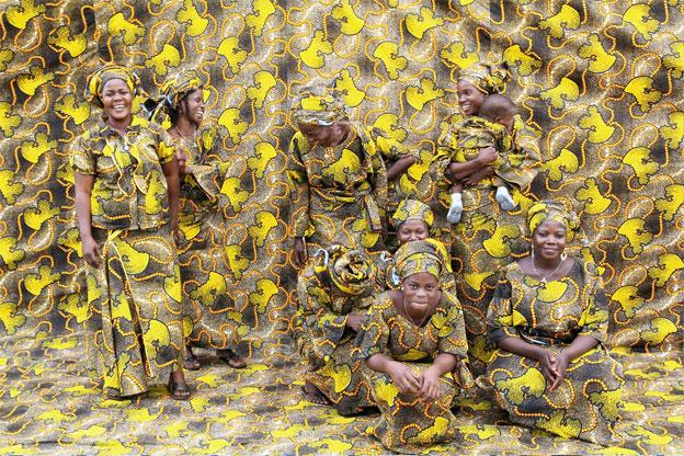 Groupe de jeunes n°1, photographie, tirage couleur Fine Art,  60 X 90 cm, Bénin 2010