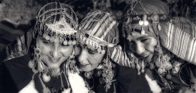 Musiciennes danseuses de Tiznit Région du Souss, 1934-1939 © Jean Besancenot, Institut du monde arabe, Paris