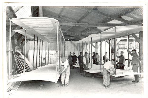 Anonyme - Intérieur des usines Farman à Boulogne-Billancourt, vers 1910 - © Ville de Boulogne-Billancourt