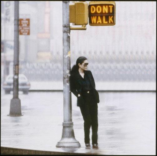 Yoko Ono  Walking On Thin Ice, vídeo, 1981  Photogramme vidéo  © Yoko Ono
