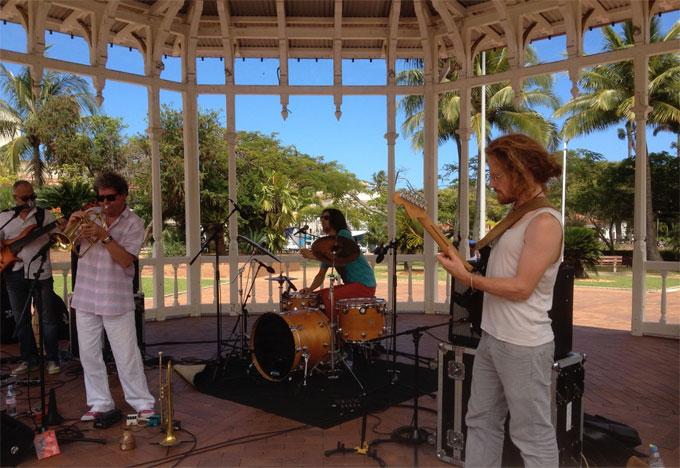 Kiosque de la place de cocotiers Nouméa samedi matin 18 octobre 2014 10h45