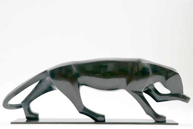 Gérard Boudon,   Panthère qui se lèche, bronze original, 65 cm
