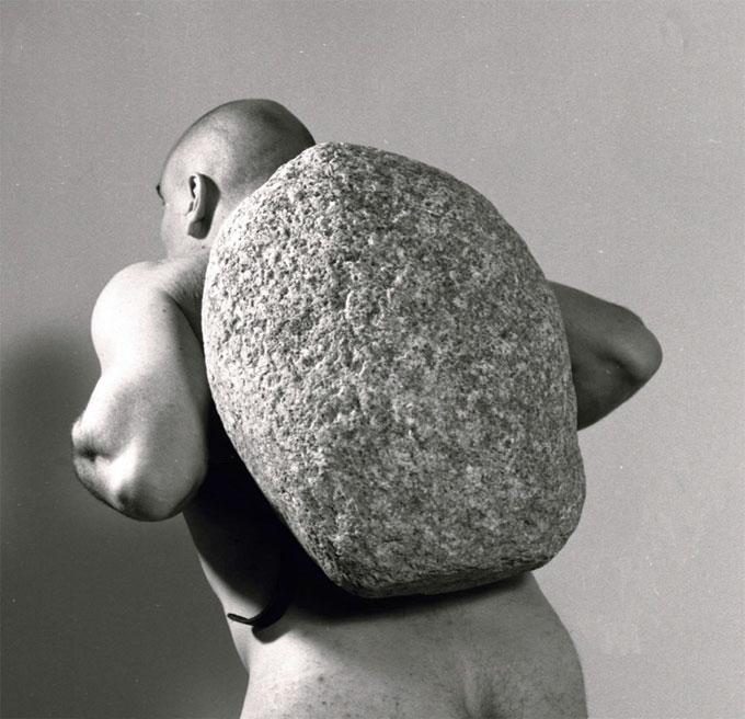 Jana Sterbak, Sisyphus, 1998, Collection Frac Haute-Normandie © Jana Sterbak, photo : Marc Domage