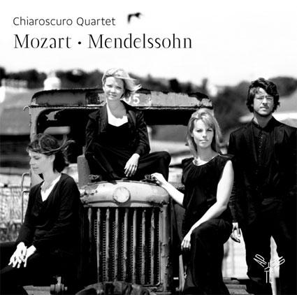 Chiaroscuro Quartet : Mozart - Mendelssohn.  Sortie le 27 janvier 2015 Chez Aparté